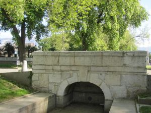 The 1783 bridge over the canal, Place de Sardaigne.  There was a great deal of discussion about its location, because the existing path from Lancy led to the Auberge des Trois Rois, which was not the commercial center of the town.  Commerce won.