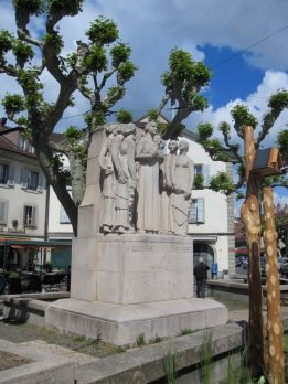 Statue commemorating the centennial of the union of Carouge with Geneva, by James Vibert